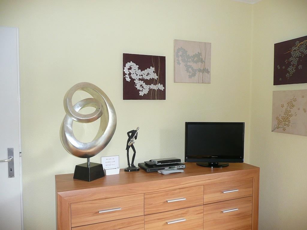 anthrazit farbe mit braun farbe wohnzimmer. Black Bedroom Furniture Sets. Home Design Ideas